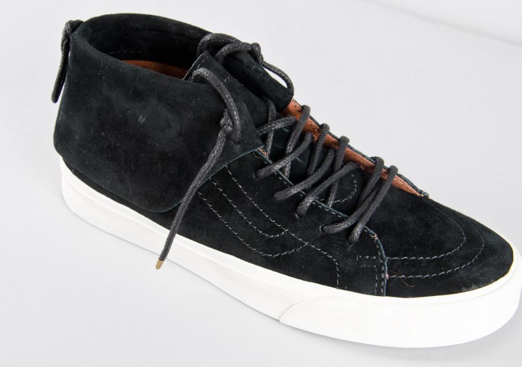 46a40c7377 Vans Skate Mid Moc CA (pig sude)   Black  blanc